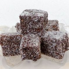 Egy finom Kókuszkocka mézes tésztából ebédre vagy vacsorára? Kókuszkocka mézes tésztából Receptek a Mindmegette.hu Recept gyűjteményében! Hungarian Cookies, Hungarian Desserts, Hungarian Recipes, Turkish Recipes, Sweet Cookies, Cake Cookies, French Bakery, Baking And Pastry, Something Sweet