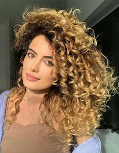 2021 Latest Golden Curly Haircut for All Girls Wavy Haircuts, Wavy Hairstyles, Golden Highlights, Curly Hair Cuts, Cool Style, Dreadlocks, Long Hair Styles, Girls, Beauty