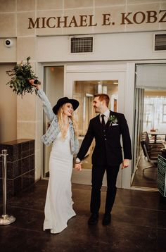 This is a gorgeous courthouse wedding! Take a look at how relax the bride is! wedding checklist Courthouse wedding: 7 Reasons Why You Should Consider It Courthouse Wedding Photos, Wedding Pics, Boho Wedding, Dream Wedding, Wedding Day, Courthouse Marriage, Budget Wedding, City Hall Wedding, Civil Wedding