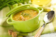Peas are packed with nutrition to support your body. This potato & pea soup recipe is an easy way to enjoy the wonderful benefits of peas! Soup Recipes, Cooking Recipes, Healthy Recipes, Benefits Of Peas, Sopas Light, Sopa Detox, Portuguese Recipes, Frugal Meals, Eat Right