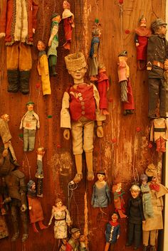 Antique puppet shop in Rome (2005) Puppet Toys, Marionette Puppet, Paper Dolls, Art Dolls, Fabric Dolls, Puppet Costume, Punch And Judy, Toy Theatre, Puppet Making