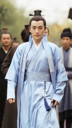 What will the legend of a concubine's daughter be like? Not really, Minglan is just an ordinary transmigrated girl who knows how to enjoy life as it is. Chinese Man, Chinese Style, The Concubine, Le Clan, Cool Outfits, Fashion Outfits, Asian History, Chinese Clothing, Hanfu
