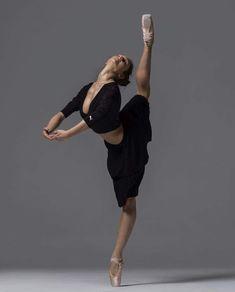 Dancers Body, Ballet Dancers, Ballet Moves, Dance Photos, Dance Pictures, Ballet Photos, Shall We Dance, Dance Fashion, Dance Art