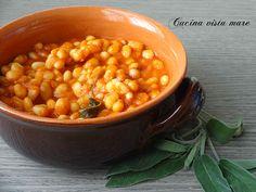 I fagioli all'uccelletto sono una ricetta tipica toscana, in particolare della zona di Firenze, un delizioso contorno per piatti a base di carne.