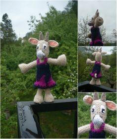 Petite chèvre beige , vêtue d'une robe bleu et fuschia : Jeux, jouets par creations-de-la-salamandr