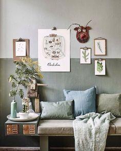 Living room decor, two tone paint, two tone walls, color combinations home, Two Tone Walls, Creative Wall Decor, Interior Minimalista, Cool Walls, Wall Colors, Room Colors, Colours, Home Living Room, Colorful Interiors