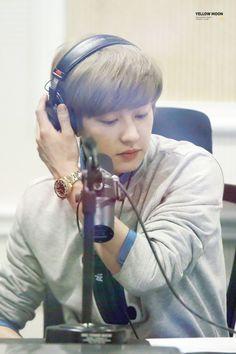 Chanyeol - 150423 SBS-R Power FM Lee Guk-joo's Youngstreet - 20/30 Credit: Yellow Moon. (SBS-R 파워FM 이국주의 영스트리트)
