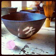 朝の一服。今日はノ貫プロジェクトの窯出しです!!ドキドキワクワク。結果はいかに?    茶碗 沼野秀章×書 鈴木猛利    コラボレーション茶碗の試作があがってきました。やばし。