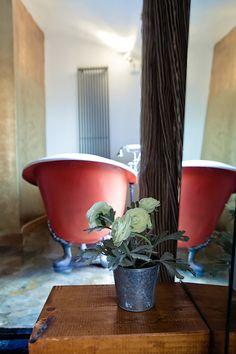 Bañera en Junior suite de la Posada Casa del Abad de Ampudia hotel spa #hotelesconencanto #hotelesenpalencia #bucolichoteles
