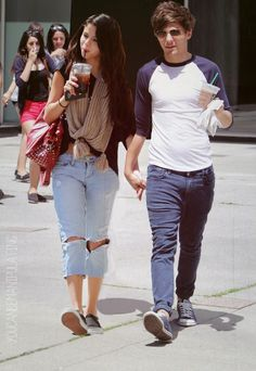Louis Tomlinson: She is very sexy.If Eleanor not i'd like to go out with her. <3