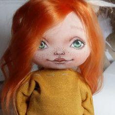 Ещё только на полпути.......но она уже такая яркая и живая🤗  Tanya-K  #doll #doll_in_home #homedecor #handmade #handmadedoll #textiledoll #fabricdoll #interiordoll #кукла #кукларучнойработы #текстильнаякукла #куклаизткани #ручнаяработа #интерьернаякукла #процесс #рыжая #весна