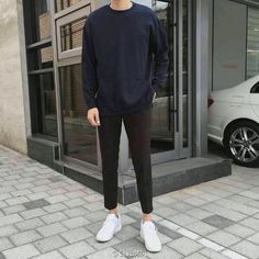 39 Captivating Men Outfits Ideas With Jogger Pants Korean Outfits, Trendy Outfits, Korean Fashion Men, Mens Fashion, Style Masculin, Denim Jacket Men, Minimal Fashion, Mens Clothing Styles, Look Cool