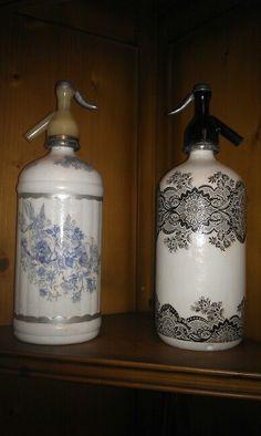 Sifones decorados. Altered Bottles, Antique Bottles, Vintage Bottles, Bottles And Jars, Glass Bottles, Mason Jars, Vintage Love, Soap Dispenser, Margarita