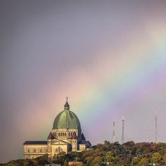 Such an amazing shot of the St Joseph Oratory! Photo by/par St Joseph, Mont Real, Montreal Canada, The St, Pilgrimage, Provence, Catholic, Taj Mahal, Traveling