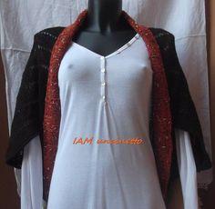 Cardigan in lana marrone scuro con bordo arancione in misto lana. Lavorato ai ferri Knitted wool cardigan for women. Handmade