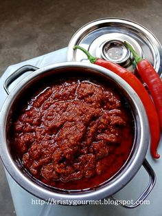 I made some sambal sauce today to stock up for my daily cooking. I normally will make in batches once in 2 months time or sometimes onc. Vermicelli Recipes, Prawn Recipes, Chilli Recipes, Cod Recipes, Asian Recipes, Nasi Lemak Sambal Recipe, Sambal Sauce Recipe, Malaysian Food, Sauces