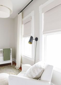 Choosing and buying bamboo shades for our neutral nursery | via Yellow Brick Home, #neutralnursery, nursery ideas, white nursery ideas, blackout shades, neutral nursery ideas