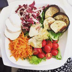 Meer heb je niet nodig. #mozzarella #artisjok  #aubergine #salad