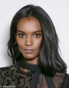 Liya Kebede : le mannequin engagé nous livre sa vision de la beauté The top model was in Paris a few days ago to present her eponymous foundation which aims to improve the lives of women during their Dark Beauty, Ebony Beauty, Liya Kebede, Beautiful Dark Skinned Women, Beautiful Black Women, Cara Delevingne, Amanda Crew, Ethiopian Beauty, Native American Models