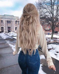 Happy weekend 🍟 Wearing my latte blonde extensions from @foxylocks