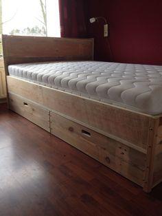 Bed van pallethout