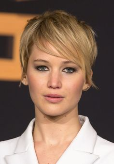 jennifer lawrence short hair | Jennifer Lawrence's Short Hair At 'Catching Fire' Premiere ...