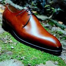 Bontoni. Ah, the Derby. One of the better Derby designs.