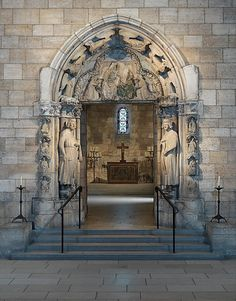 Umbral de Moutiers-Saint-Jean  Hecho en Borgoña, Francia  alrededor del año 1250  de la piedra caliza
