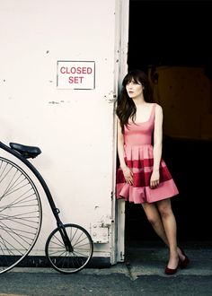 Les filles les plus sexy des séries: Zooey Deschanel Jane Birkin, New Girl Style, My Style, Gq, Zooey Deschanel Style, Jessica Day, Summer Outfits, Summer Dresses, Dress Me Up