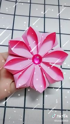 Paper Flowers Craft, Paper Crafts Origami, Paper Crafts For Kids, Flower Crafts, Flower Paper, Flower Diy, Lotus Origami, Instruções Origami, Origami Flowers