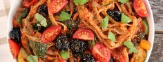 This Mediterranean vegetable spaghetti is the perfect example of delicious simplicity, with homemade tomato and pepper sauce and piled high with vegetables!