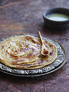 Lachha/lachcha Paratha- Indian layered flat bread recipe/bread on the griddle Indian Snacks, Indian Food Recipes, Asian Recipes, Paratha Recipes, Flatbread Recipes, Delicious Recipes, Yummy Food, Mini Rolls, Flat Bread