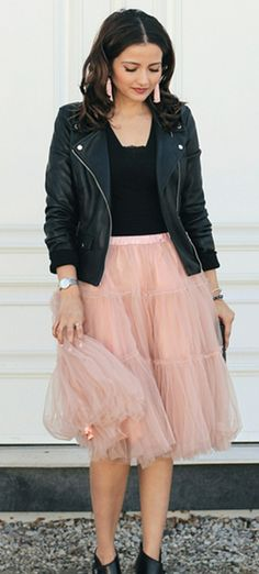 A dreamy pink tulle skirt is the easiest way to deliver an effortless slay this romantic season.  Amore Tulle Midi Skirt in Pink featured by Ellapretty Blog