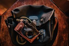 The Billingham Hadley Small perfect for carrying DSLR or Mirrorless cameras. Dslr Or Mirrorless, Small Camera, Leica M, Camera Bags, Popular Bags, Look Vintage, Blue Canvas, Brass Buckle, Hadley