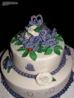http://www.lemienozze.it/gallerie/torte-nuziali-foto/img7564.html Torta nuziale blu e bianca