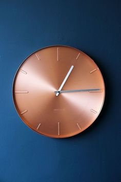 Round Copper Wall Clock Love navy and copper - this clock is stunning. Copper Interior, Kitchen Interior, Kitchen Decor, Kitchen Clocks, Interior Livingroom, Kitchen Ideas, Navy And Copper, Copper Rose, Rose Gold