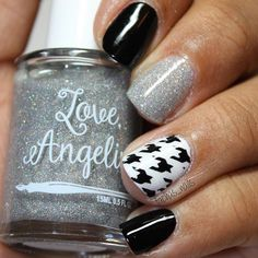 ⚫️⚪️The best thing about a black and white mani is it looks GREAT with any outfit! Thnx @tachas_nails! ⚪️⚫️ - Houndstooth Nail Stencils  snailvinyls.com