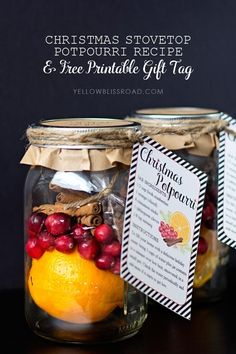 Christmas Stovetop Potpourri Recipe & Free Printable Gift Tag via @craftingchicks