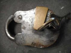 Lot: Antique lock, Lot Number: 0034, Starting Bid: €25, Auctioneer: Meyers Tradings, Auction: Curious Noses Antiques & Curiosities, Date: December 6th, 2017 CET