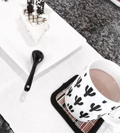 "5 curtidas, 1 comentários - Hermeson Silva 🇧🇷 (@hermesonsiilvaoficial) no Instagram: ""Coffe break 🍰☕️🌵 #coffebreak #paonamassa #design #coffee #milk #desinginteriores #pie #coffeetime"""
