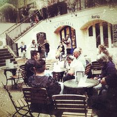 "@victorpolonolla's photo: ""Coven Garden prenent l'ultim cafetó amb els amics i companys de viatge #igerscatalunya #igers #instagram #instagramcatalunya #iphonesia #fotodeldia #bestoftheday #photography #photo #instamood  #ubiquography #ig #igaddict #webstagram#miveranodestinia #gf_daily #gang_family #london"""