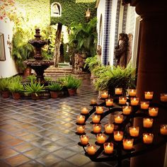 Amazing mexican patio- I want this votive holder Mexican Courtyard, Mexican Patio, Mexican Hacienda, Hacienda Style, Mexican Style, Spanish Style Homes, Spanish House, Spanish Colonial, Porch And Terrace