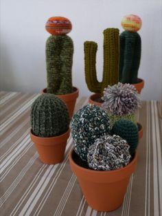 Idée cadeau fête des pères! Cactus Plants, Planter Pots, Crochet, Creative Workshop, Father's Day, Gift Ideas, Cacti, Crochet Crop Top, Cactus