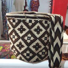 Tapestry Crochet, Cowgirls, Margarita, Weaving, Beige, Handbags, Blanket, Knitting, Instagram Posts