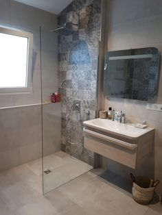The post Mur Mur appeared first on Anime Teulia. Bathroom Tub Shower, Laundry In Bathroom, Small Bathroom, Bad Inspiration, Bathroom Inspiration, Modern Bathroom Design, Bathroom Interior Design, College Bathroom Decor, Home Room Design