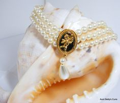 """Marvelous Vintage Pearl bridal choker.Beautiful white Pearls with rosé overtones with spacers for stability. Cupid gold center. 3"""" extend by AuntBettysCurio on Etsy"""