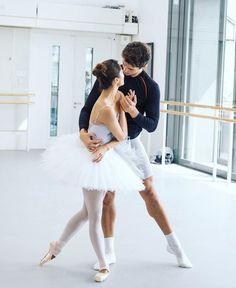 frankiehayward: Fumi Kaneko and Reece Clarke rehearsing Swan Lake Photo: Andrej Uspenski Royal Ballet, Alvin Ailey, Percabeth, Ballet Couple, Body Painting, Dance Dreams, Male Ballet Dancers, Ballet Class, Dance Class