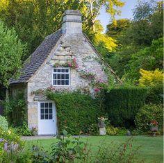 Irish Cottage, Cozy Cottage, Cottage Style, Cottage House, Stone Cottages, Stone Houses, Cotswold Cottages, Little Cottages, Cabins And Cottages