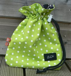 MA PETITE POCHETTE… LE TUTORIEL ! | Mes petites coutures Diy Sac, Fabric Gift Bags, String Bag, Couture Sewing, Cotton Bag, Pouch, Purses, Cousins, Sewing Tutorials