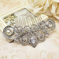 Quiero compartir lo último que he añadido a mi tienda de #etsy: Bridal hair comb, bridal headpiece, crystal hair comb, hair jewelry, vintage hair comb, rhinestone hair comb, bridal hair jewelry http://etsy.me/2E37Fpw #bodas #accesorios #plata #bridalhaircomb #bridalhea